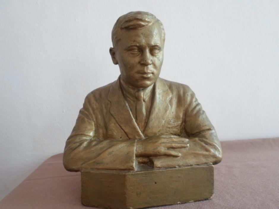 Г.Тимербулатов. Прижизненный бюст М.Джалиля