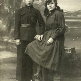 Муса Джалиль со студенткой Татрабфака Н. Насыровой. 1923
