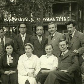 Группа татарских писателей и поэтов с работниками Дома отдыха «Васильево»