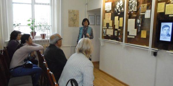 Турецкий поэт Атаол Бехрамоглу посетил музей
